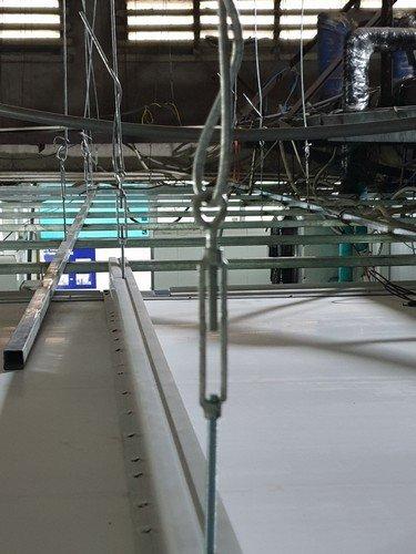 dịch vụ lắp đặt vách nhựa công nghiệp